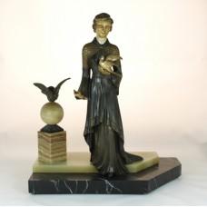 Bronzen beeld van vrouw met duif of marmeren voet